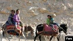 جمعيت عشاير در ایران در سال ۱۳۷۷، يک ميليون و سيصد هزار نفر بر آورد شده است. (عکس از فارس)