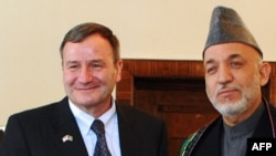 Afghan President Hamid Karzai (right) with U.S. Ambassador Karl Eikenberry in Kabul in May 2009