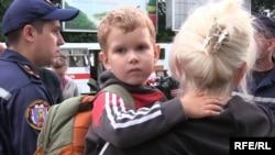 Луганскіні тастап шығып, поезбен Львов қаласына жеткен тұрғындар. 9 шілде 2014 жыл.