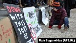 Нескончаемые акции протеста, которые для «Партизанских садоводов» в 2014 году стали почти обыденным делом, какие-то плоды все же принесли: городские власти не исключают, что будет обсужден вопрос переноса строительства на другую территорию