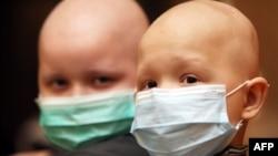 Рак дертіне шалдыққан балалар. Көрнекі сурет.