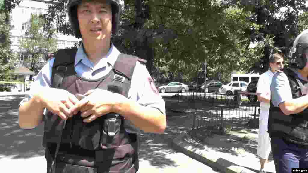 """Полиция """"шабуылды жасаған Қызылорда облысының 26 жастағы тұрғыныРуслан Күлекбаев"""" деп мәлімдеген."""