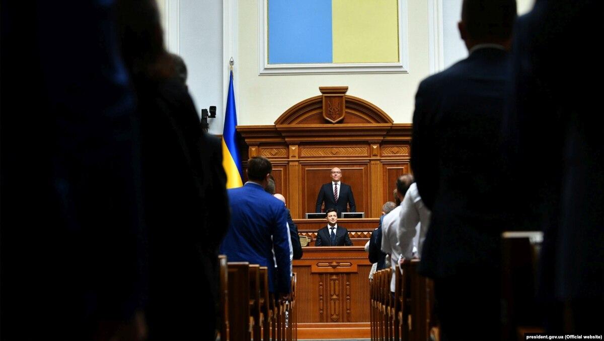 Парубий просит Офис президента сообщить о судьбе закона о ВСК