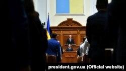 Volodimir Zelensky, în Parlamentul de la Kiev, în timul ceremoniei de inaugurare, 21 mai 2019