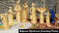 Стол з саламянымі вырабамі Сьвятланы Чэрнікавай