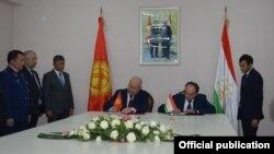 Кыргызстандын вице-премьер-министри Жеңиш Разаков менен Тажикстандын вице-премьер-министри Азим Иброхим. 14-январь, 2020-жыл.