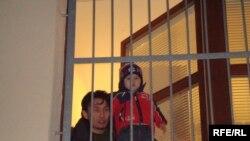 Гражданин Казахстана Самат Нургалиев и его двухлетний сын Хамит в приемном центре чешского лагеря беженцев. Деревня Вышни Лхоты, 1 февраля 2009 года.