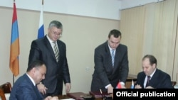 Armenia -- Defense Minister Seyran Ohanian (L) and Konstantin Biryulin, deputy head of Russia's Federal Service for Military-Technical Cooperation, sign an agreement on arms sales to thrid countries on December 17, 2009.
