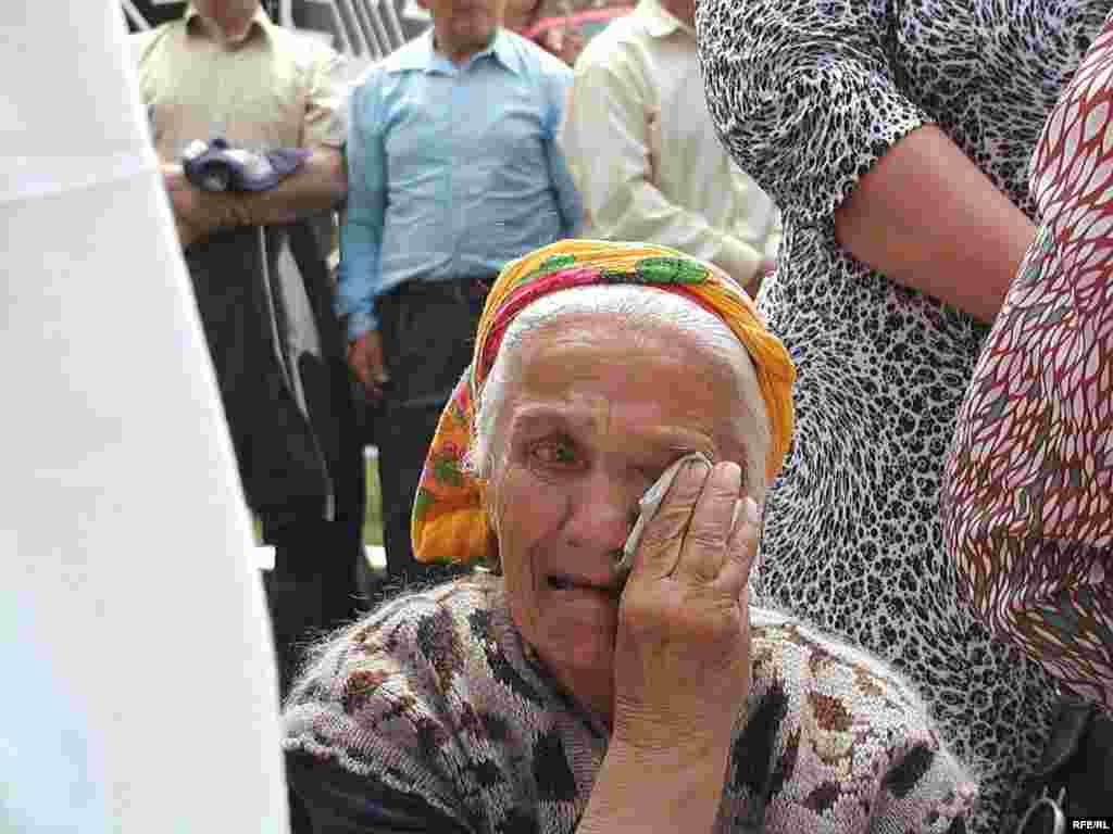 Ukraine -- A rally of Crimean Tatars marking the anniversary of the Crimean Tatar deportation, 18May2007 - 18 травня 2007, Сімферополь. Кримські татари вшановують річницю сталінських масових депортацій, що розпочалися 18 травня 1944