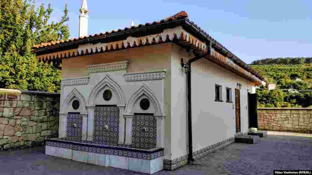 Місце для обмивання перед намазом. У 1929 році мечеть внесли до списку культових будівель, які перебувають на обліку Кримського комітету охорони пам'яток мистецтва, старовини і народного побуту