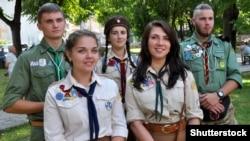 Члени Національної скаутської організації України «Пласт» під час урочистостей у місті Чортків Тернопільської області, 23 липня 2017 року