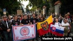 Мітинг членів мотоклубу «Нічні вовки» біля посольства Росії в Братиславі. 27 липня 2018 року