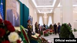 Президент Казахстана Нурсултан Назарбаев выражает соболезнование по поводу кончины президента Узбекистана Ислама Каримова. Самарканд, 12 сентября 2016 года.