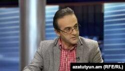 Իրավապաշտպան Արթուր Սաքունցը «Ազատություն TV»-ի տաղավարում, 8-ը դեկտեմբերի, 2015թ.