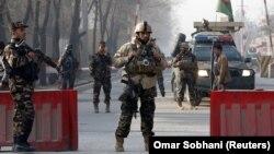Сили безпеки на пропускному пункті поблизу будівлі афганської розвідки у Кабулі, 25 грудня 2017 року