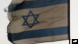 "Gaza barýan flotiliýanyň başyny çekýän ""Mawy Marmara"" gämisine Ysraýylyň ýörite güýçleri reýd geçirenden soň, ol Aşod portuna tarap äkidilýär, 2010-njy ýylyň 31-nji maýy."