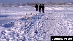 Қызылағашқа бара жатқан Ақтоған тұрғындары. Алматы облысы, 7 желтоқсан 2012 жыл.