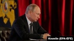 Ռուսաստանի նախագահ Վլադիմիր Պուտինը Սահմանադրական փոփոխությունների աշխատանքներով զբաղվող խմբի հետ հանդիպմանը, 26 փետրվարի, 2020թ.