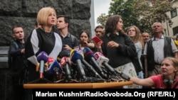 Ірина Геращенко біля Адміністрації президента після консультацій у Володимира Зеленського