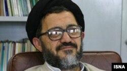 رضا اکرمی گفته که تغییر قانون اساسی نیاز است، اما نه در موضوع تبدیل نظام ریاستی به پارلمانی.