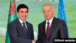 Туркманистон Президенти Қ.Бердимуҳамедов (ч) ва Ўзбекистон Президенти И. Каримов, Тошкент, 2011 йил 5 май.
