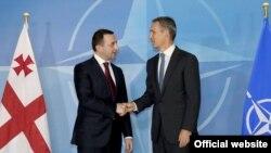 ნატოს გენერალური მდივანი იენს სტოლტენბერგი (მარჯვნივ) და საქართველოს პრემიერ-მინისტრი ირაკლი ღარიბაშვილი