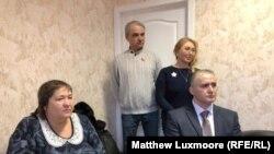 "Konstantin Vajatkin (desno) i drugi ""preporoditelji SSSR-a"" slušaju Jutjub zvijezdu Valentinu Reunovu na sastanku u Moskvi u aprilu."