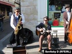 Уличные исполнители джаза, Париж