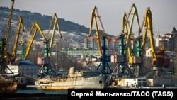 Порт Феодосии, Крым, январь 2018