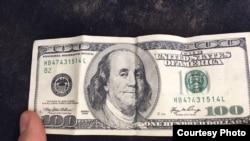 Фальшивая долларовая купюра.