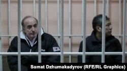 Президенттик аппараттын мурдагы жетекчиси Данияр Нарымбаев, экс-депутат Хажимурат Коркмазов сотто.