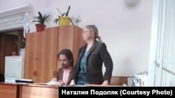 Наталия Подоляк и адвокат Владимир Васин на суде
