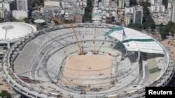 Pamje e stadiumit futbollistik Marakana në Rio de-Zhanejro derisa ishte renovuar për përgatitje për Lojërat Olimpike në gusht të këtij viti