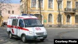 В республике есть врачи, вполне удовлетворительно отремонтированные медучреждения, исправно работает экстренная служба скорой помощи, но все равно большая часть людей предпочитает лечиться за пределами Южной Осетии