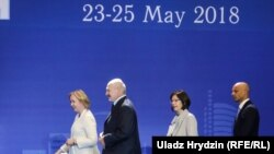 Як чыноўнікі, дыпляматы і экспэрты слухалі Лукашэнку на «Менскім дыялёгу». Фотарэпартаж Свабоды