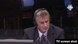 Ekrem Suljević za vrijeme ispitivanja na suđenju Radovanu Karadžiću 6. rujna 2010. godine