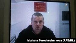 Оппозиционный активист Леонид Развозжаев в суде в Москве.