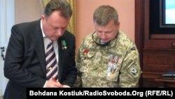 На церемонії нагородження, Київ, 9 травня