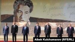 Чолпон-Атадагы Түрк тилдүү мамлекеттердин саммитине катышкан лидерлер, 3-сентябрь, 2018-жыл.