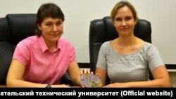 Научные сотрудники Екатерина Канева и Татьяна Радомская и открытый ими фторкарлтонит
