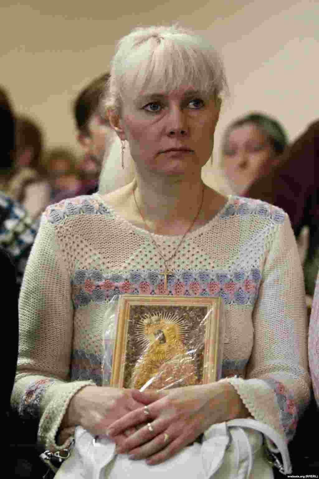 Марына Лобава, маці Эдуарда, у чаканьні прысуду