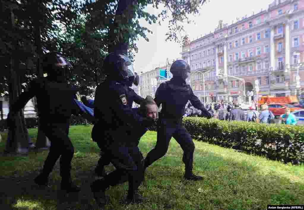 Police swooped on another demonstrator. RFE/RL's Moscow correspondent Matthew Luxmoore said it felt like a state of emergency had been declared in Moscow.