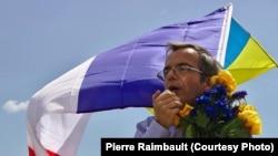 Бывший французский морской офицер Бернард Груа на акции протеста в Сен-Назере. 29 июня 2014 года.