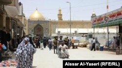 The Iraqi city of Najaf is a popular pilgrimage site for Shi'ite pilgrims from Iran. (file photo)