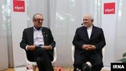 عکسی که خبرگزاری ایرنا از حضور ظریف در موسسه سیپری در سوئد منتشر کرده است