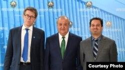 Министр иностранных дел Узбекистана Абдулазиз Камилов (в центре), директор отделения по Европе и Центральной Азии международной правозащитной организации Human Rights Watch Хью Уильямсон (слева) и директора офиса по Центральной Азии Стив Свердлов. В сентябре официальная делегация HRW посетила Узбекистан впервые после семилетнего перерыва. Ташкент, 7 сентября 2017 года.