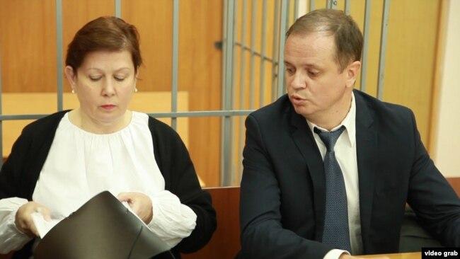 Наталья Шарина и ее адвокат Иван Павлов в суде