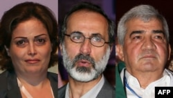 «Сирияның ұлттық коалициясының» президенті Муаз әл-Хатиб (ортада) және оның көмекшілері - феминист белсенді Сухайра әл-Атасси (сол жақта) мен белгілі диссидент Риад Сеиф.