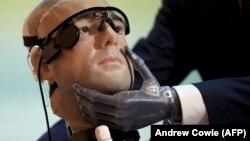 """Фрагмент первого в мире """"бионического человека"""" исследователя Бертольта Мейера"""