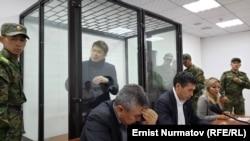Cапар Исаков в зале суда.
